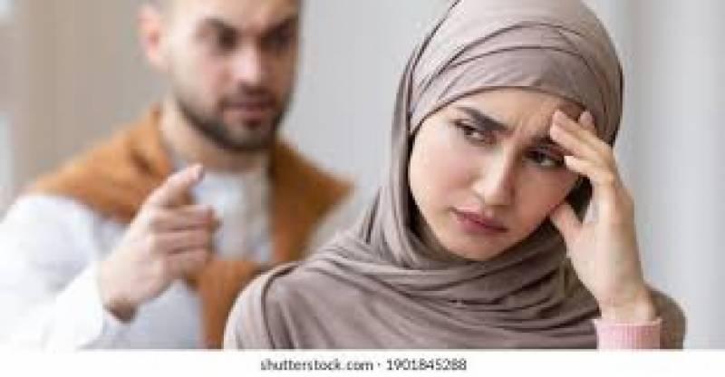 دبئی ، سہیلیوں کے ساتھ جانےسے منع کرنے پر خاتون نے طلاق مانگ لی