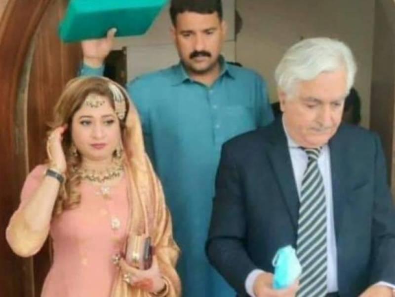 اسی سالہ سابق وزیر کی بیس سالہ لڑکی سے شادی