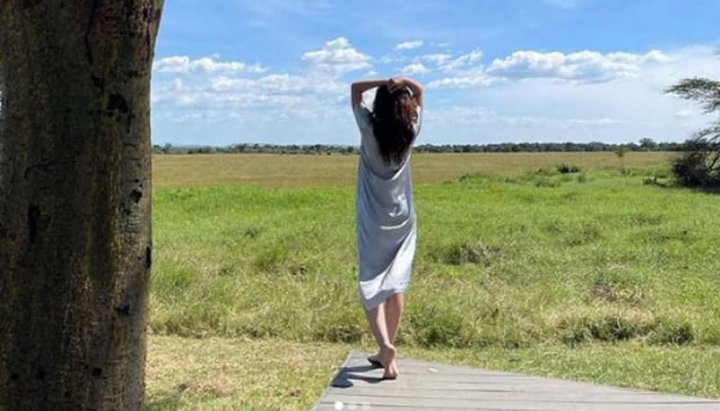 Mahira Khan Pix in Africa