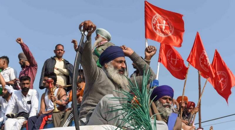 بھارت میں کسانوں کا احتجاج جاری،مطالبات تسلیم نہ ہونے پر فصل جلانے کی دھمکی