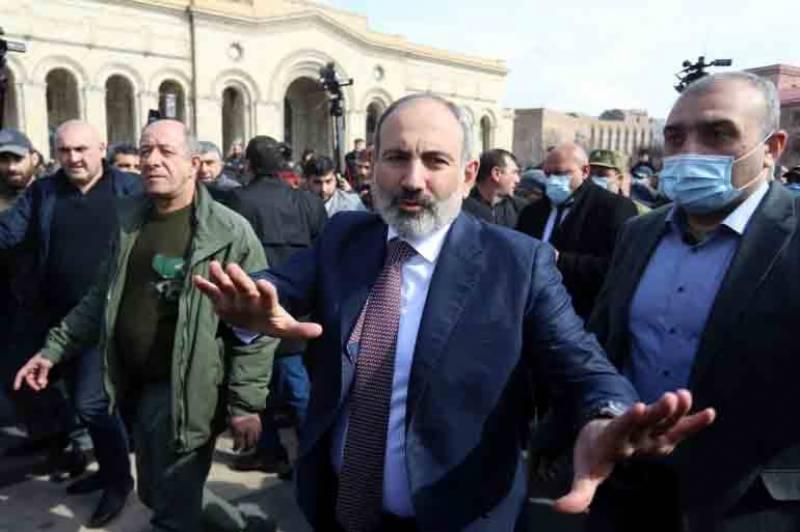 آرمینیا کی فوج کا وزیراعظم سے مستعفی ہونے کا مطالبہ