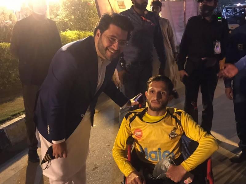 پشاور زلمی کے سپیشل فین کی اسٹیڈیم آمد ،جاوید آفریدی سے ملاقات