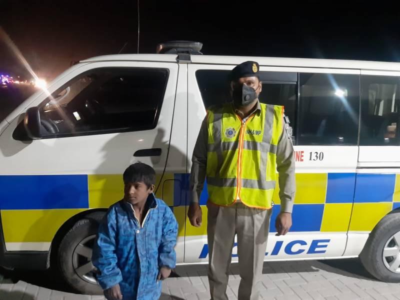 موٹروے پولیس نے 5 سالہ گونگے بہرے بچےکو والدین سے ملوا دیا
