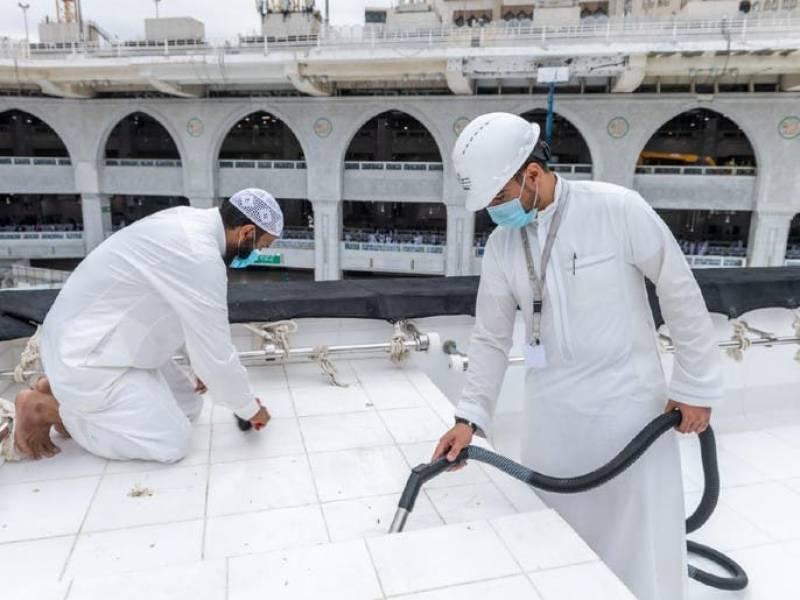 جدید آلات سے خانہ کعبہ کی چھت صرف 20 منٹ میں صاف