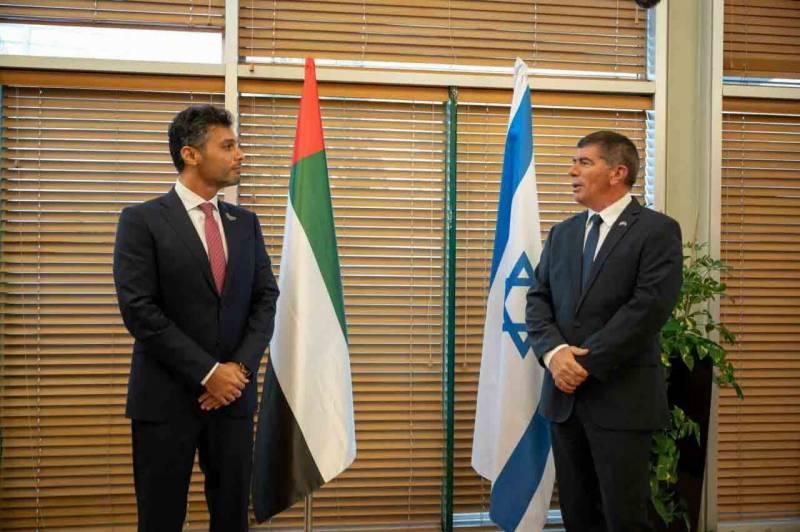 متحدہ عرب امارات کے پہلے سفیر اسرائیل پہنچ گئے