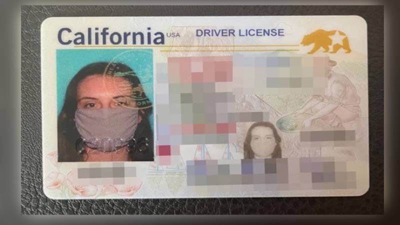 خاتون ڈرائیونگ لائسنس کی تصویر پر ماسک اتارنا بھول گئی