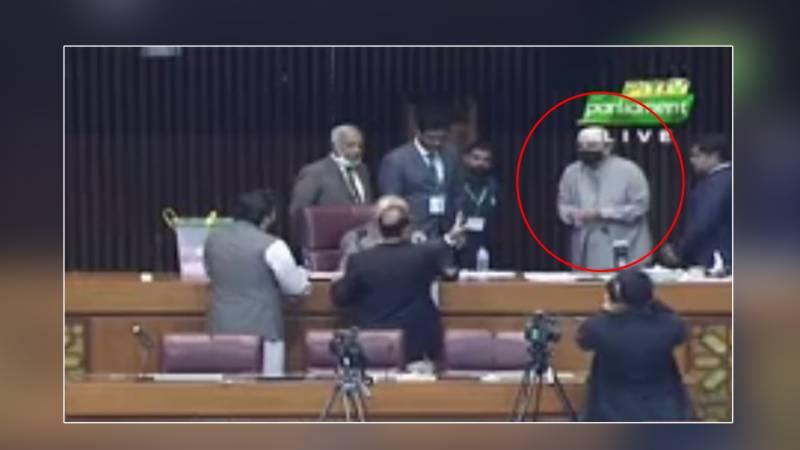 سینیٹ الیکشن ، سابق صدر آصف علی زرداری کا بیلٹ پیپر ضائع