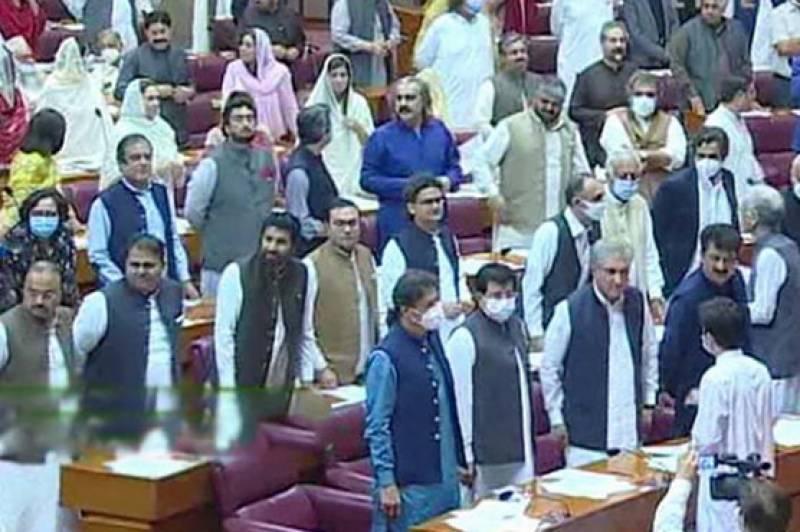 وزیر اعظم عمران خان اعتماد کا ووٹ لینے میں کامیاب