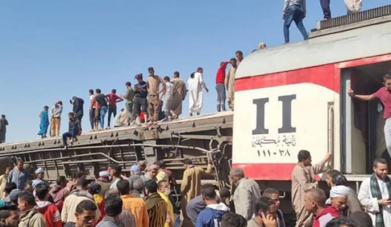 مصر میں مخالف سمت سے آنے والی ٹرینیں ٹکرا گئیں ،35 ہلاک درجنوں زخمی