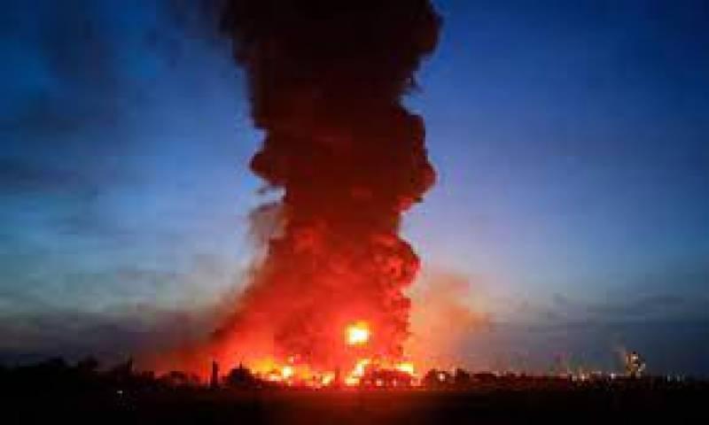 انڈونیشیا ، حکومتی آئل ریفائنری میں آگ لگنے ک سے 5 افراد زخمی