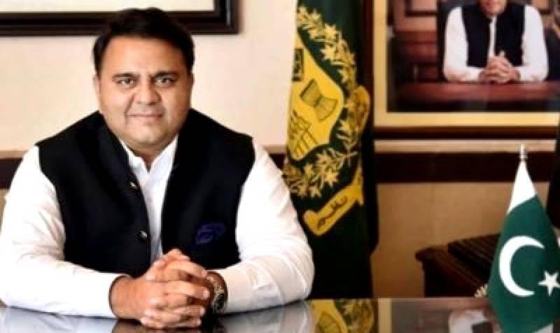 فواد چوہدری کراچی میں الیکٹرک بس منصوبہ شروع کرنے پر سندھ حکومت کے معترف