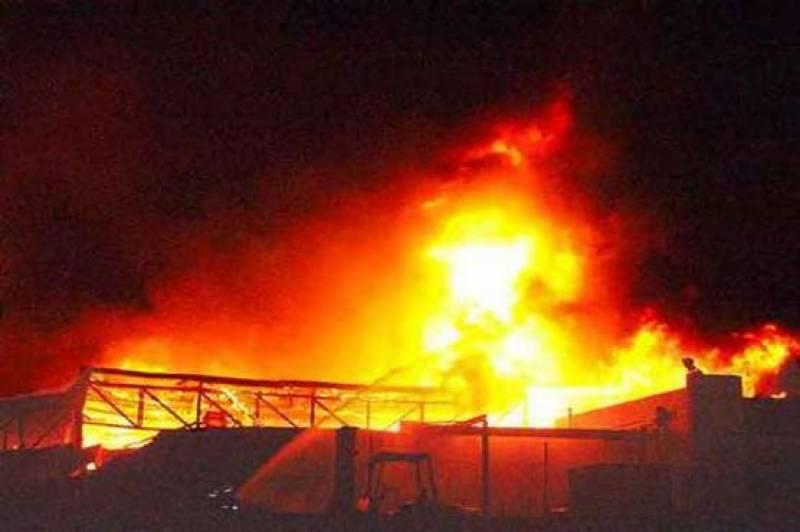 گوجرانوالہ: فیکٹری میں لگی آگ پر 12 گھنٹے بعد قابو پالیا گیا