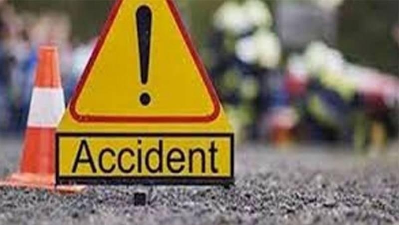 سیہون شریف: ٹرک اور کار میں تصادم، 4 افراد جاں بحق