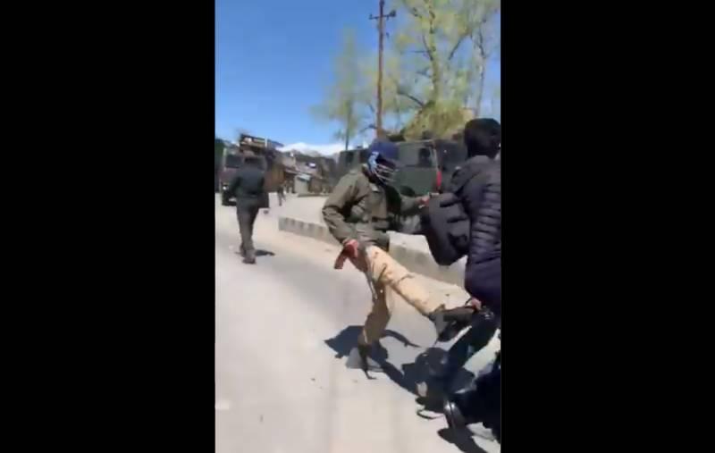 ْمقبوضہ کشمیر میں صحافیوں کو مسلح جھڑپوں کی کوریج سے روک دیا گیا، صحافتی تنظیموں کی شدید مذمت