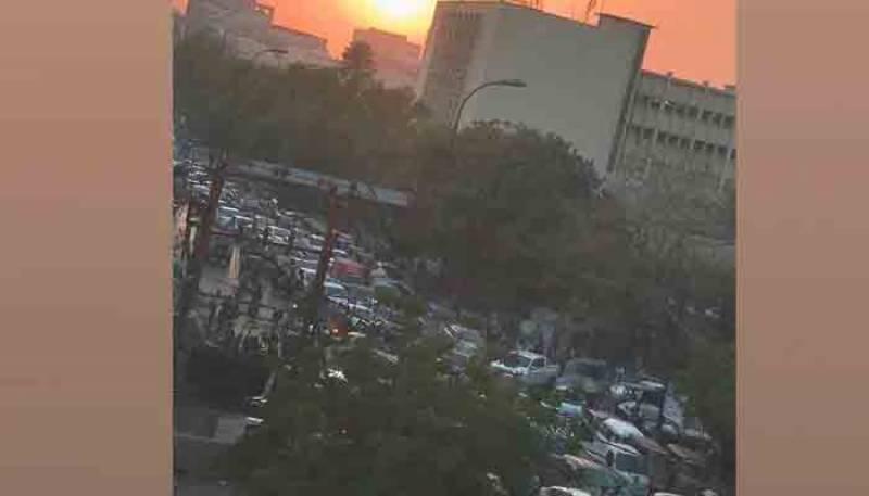 مذہبی جماعت کے سربراہ کی گرفتاری پر ملک کے مختلف شہروں میں احتجاج، ٹریفک جام
