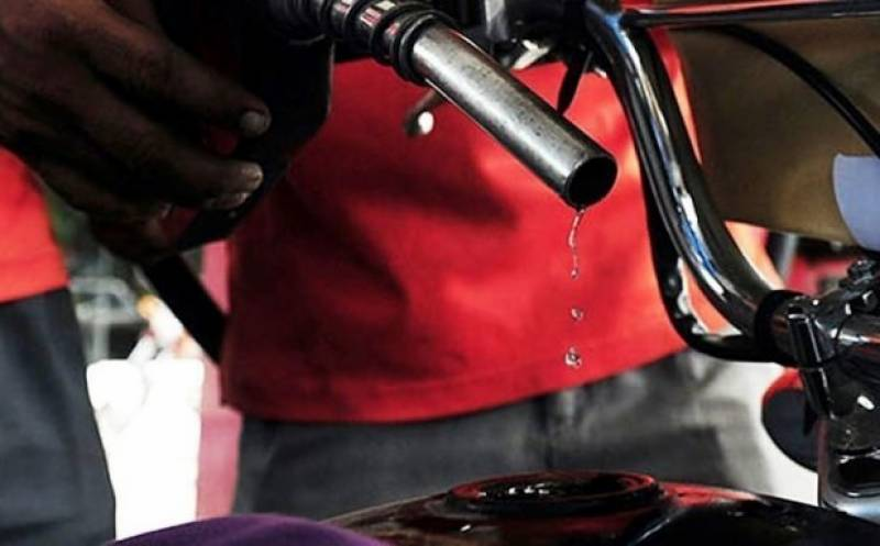 حکومت نے پیٹرولیم مصنوعات کی قیمتوں میں کمی کر دی
