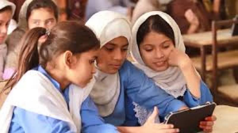 طلباء کو آن لائن پڑھائی میں مشکلات کا سامنا ، تعلیمی ادارے ہفتے میں 2 دن کھولنے کی تجویز