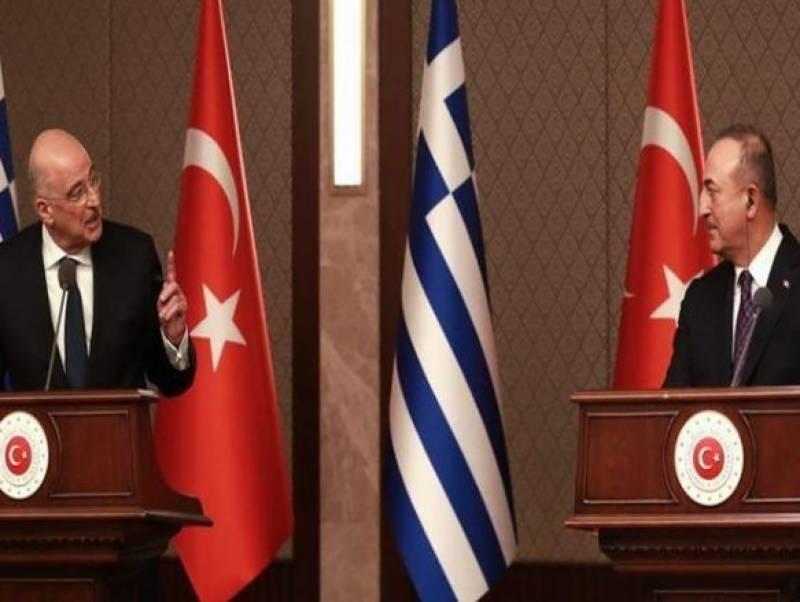 پریس کانفرنس میں ترکی اور یونان کے وزرائے خارجہ آپس میں جھگڑ پڑے