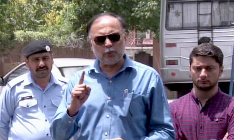 جب وزیرفرانسیسی سفیر نکالنے کا معاہدہ کر رہے تھے اس وقت عمران خان کہاں تھے؟ احسن اقبال