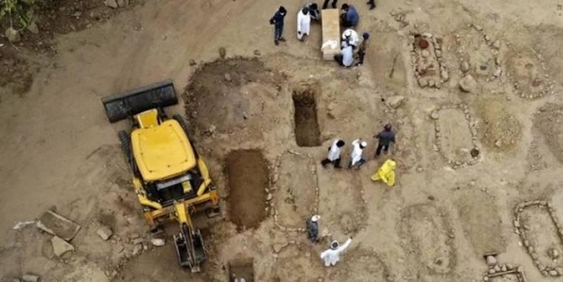 بھارت میں کورونا کے وار جاری ، قبرستان بھر گئے