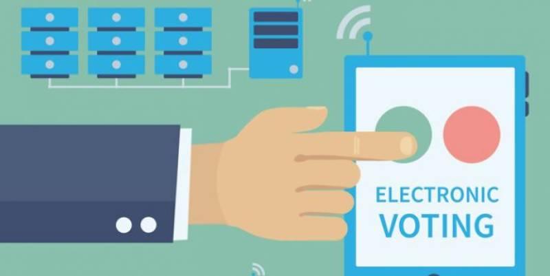 الیکٹرانک ووٹنگ مشینوں کی تیاری میں شفافیت کویقینی بنایاجائے، شبلی فراز