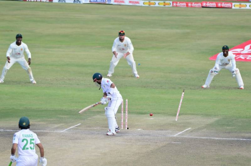 ہرارے ٹیسٹ: پاکستانی ٹیم 426 رنز بناکر آؤٹ،فواد عالم کے 140 رنز