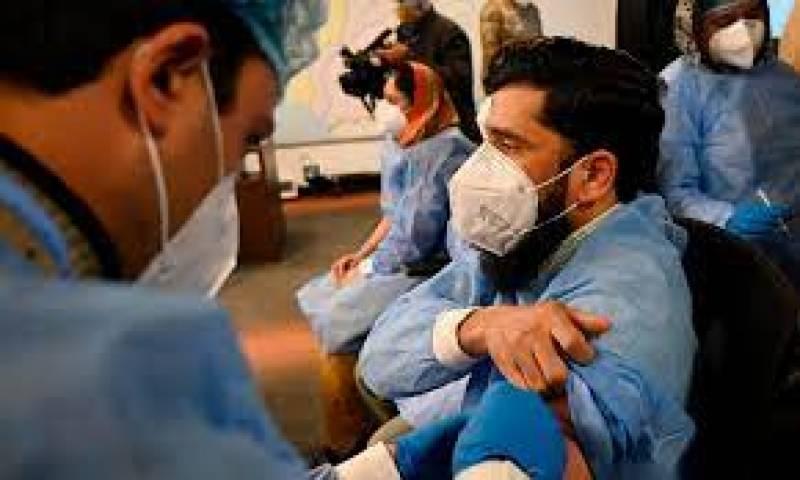 ملک بھر میں 40 سے 49 سال کی عمر کے افراد کی کورونا ویکسی نیشن کا آغاز ہو گیا