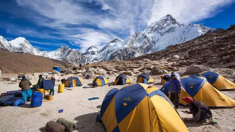 ماؤنٹ ایورسٹ بیس کیمپ میں 17 کوہ پیماؤں میں کورونا کی تصدیق