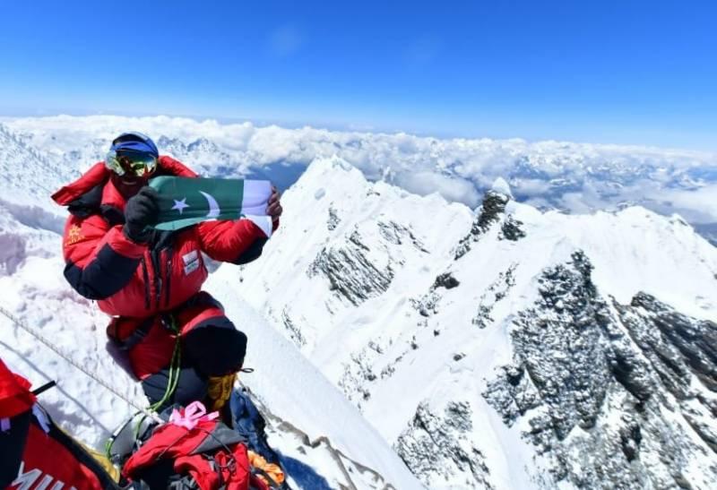 قومی کو ہ پیما سرباز خان نے دنیا کی بلند ترین چوٹی ماؤنٹ ایورسٹ سر کر لی
