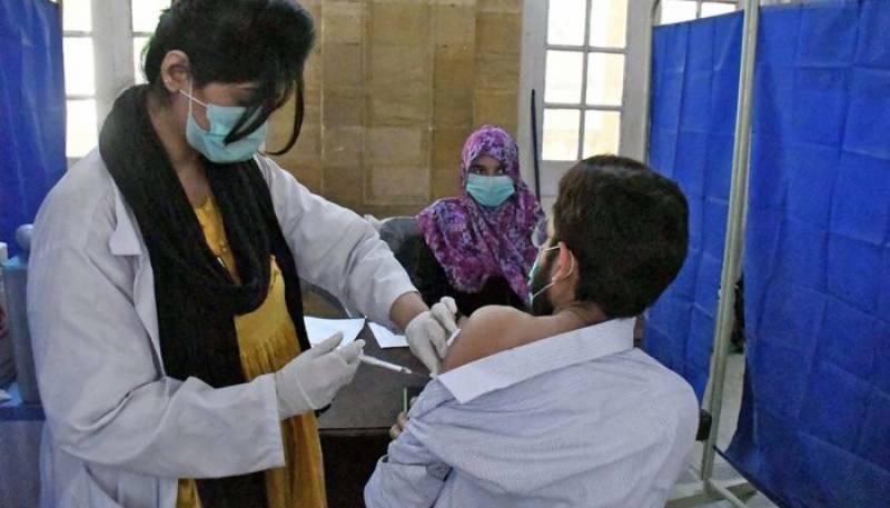 لاہور : ایکسپو سینٹر میں کورونا ویکسی نیشن کا دوبارہ آغاز