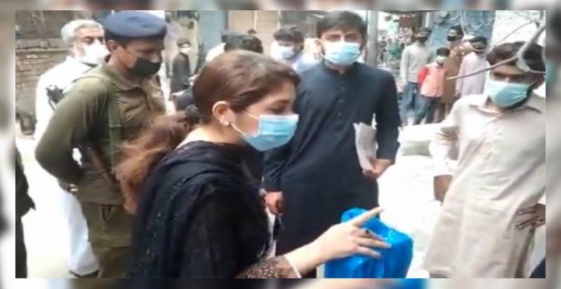 خواتین کو دھمکیاں دینا مہنگا پڑ گیا، اے سی نارووال تہنیت بخاری کا تبادلہ کر دیا گیا