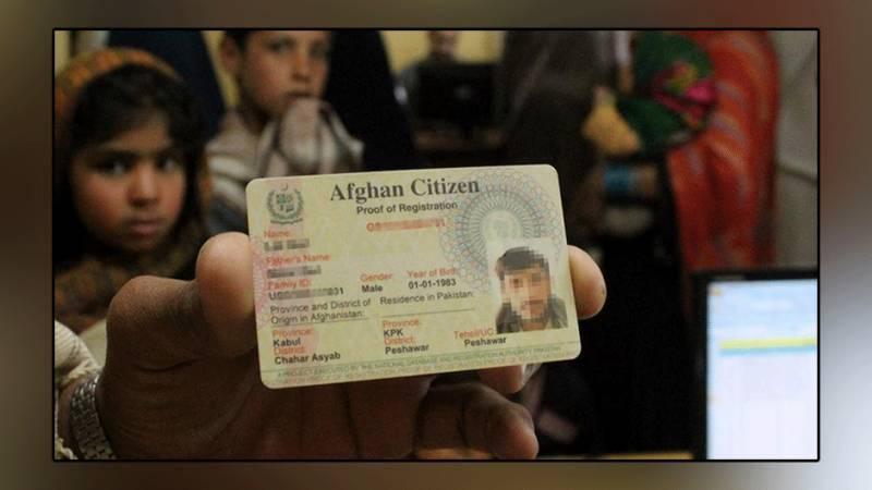 پاکستان میں رجسٹرڈ افغان مہاجرین کو نئے سمارٹ شناختی کارڈز جاری کرنے کا فیصلہ