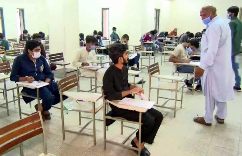 طلباءنے حکومت سے امتحانات فوری طور پر اگست تک ملتوی کرنے کا مطالبہ کر دیا