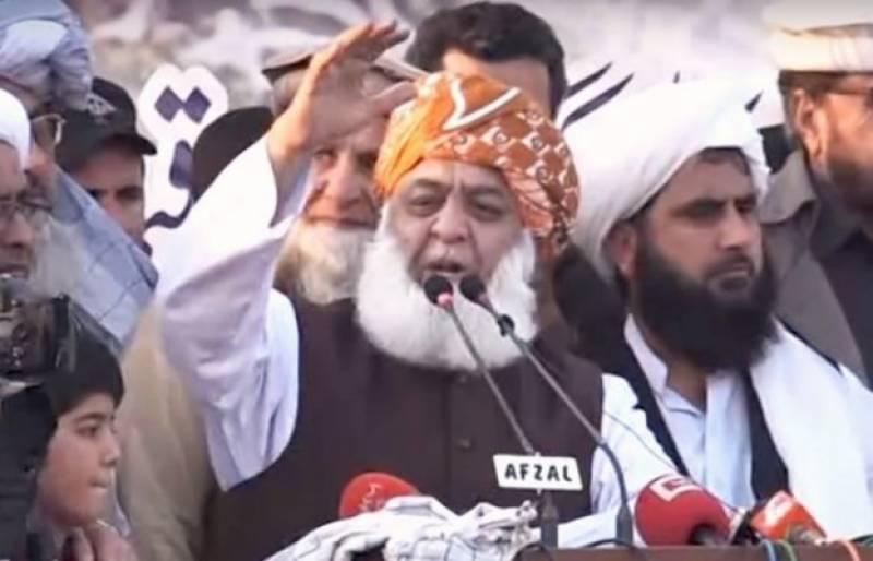 اجتماعی استعفے نہ دیے تو حکومت اپنی مدت پوری کرے گی: مولانا فضل الرحمن