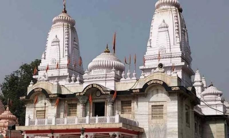 بھارتی ریاست اترپردیش میں مندر کے قریب مسلم گھرانوں سے مکان خالی کرانے کا کام جاری