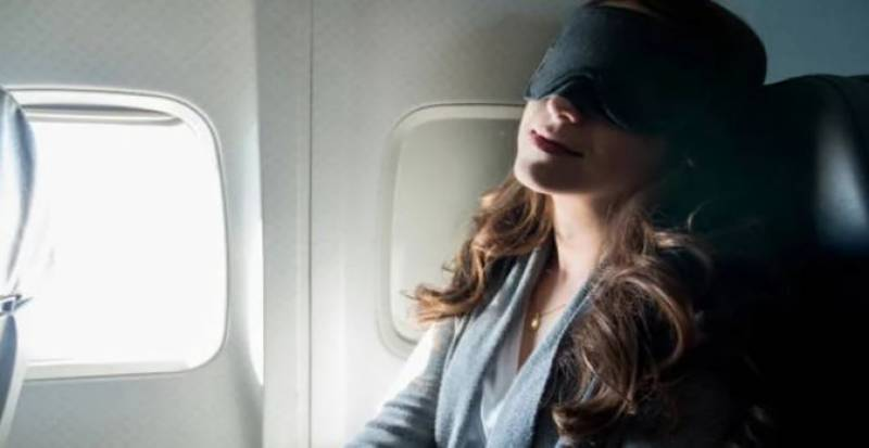نیند اور غلط پرواز میں سواری خاتون کو منزل سے سینکٹروں میل دور لے گئی