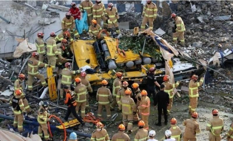 جنوبی کوریا پانچ منزلہ عمارت منہدم کرنے کے دوران بس پر جاگری ،9 افراد ہلاک