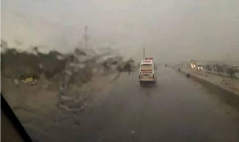 کراچی میں شدید بارش ، موسم خوشگوار