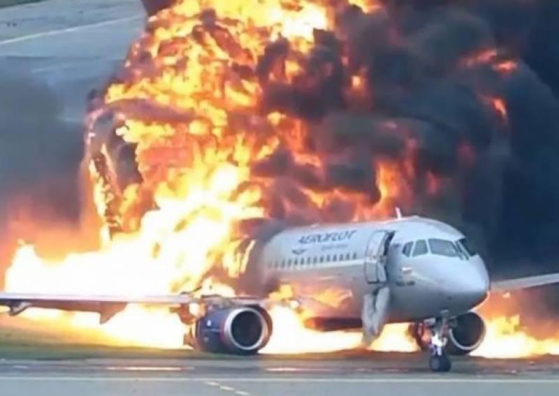 روس میں مسافر طیارہ ہنگامی لینڈنگ کے دوران تباہ ہوگیا،9 ہلاک 11 زخمی