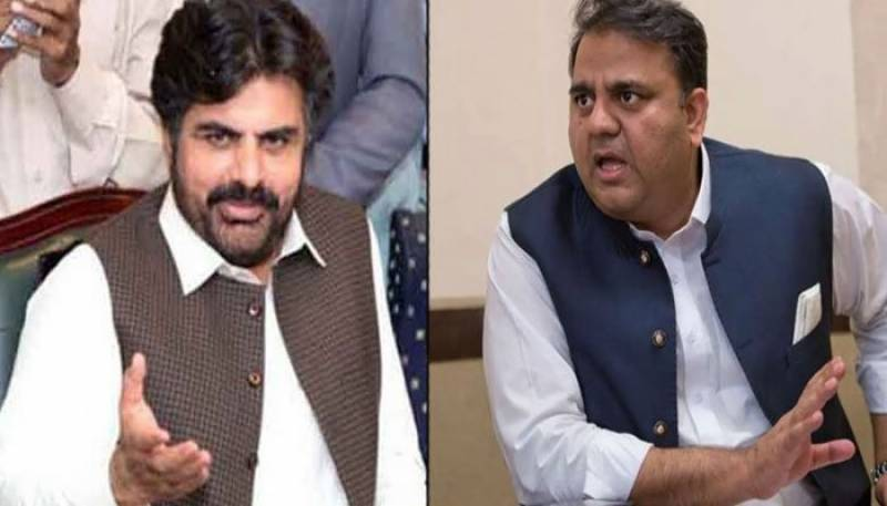 فواد چودھری آپا فردوس کا راستہ روکنے کیلئے سندھ حکومت کیخلاف بیان دیتے ہیں: ناصر حسین
