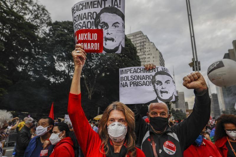 برازیل: کورونا سے نمٹنے میں حکومتی ناکامی پر ہزاروں شہری سڑکوں پر نکل آئے