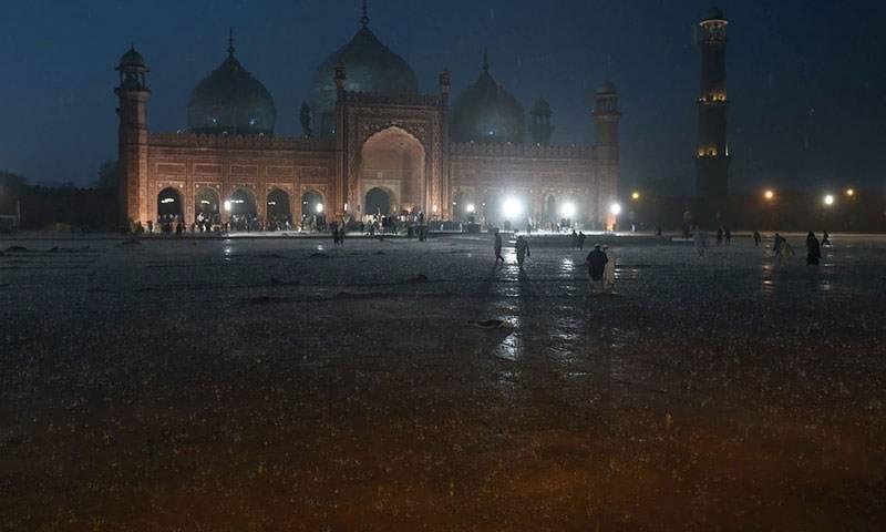 پنجاب کے مختلف شہروں میں موسلا دھار بارش، گرمی کا زور ٹوٹ گیا