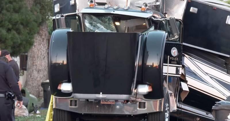 لاس اینجلس، آتشبازی کے سامان سے بھرا ٹرک دھماکے سے پھٹ گیا، 17 افراد زخمی
