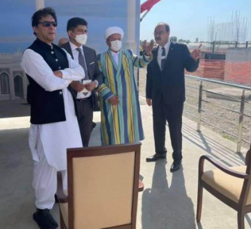 وزیراعظم عمران خان کا امام بخاریؒ کے مزار کا دورہ