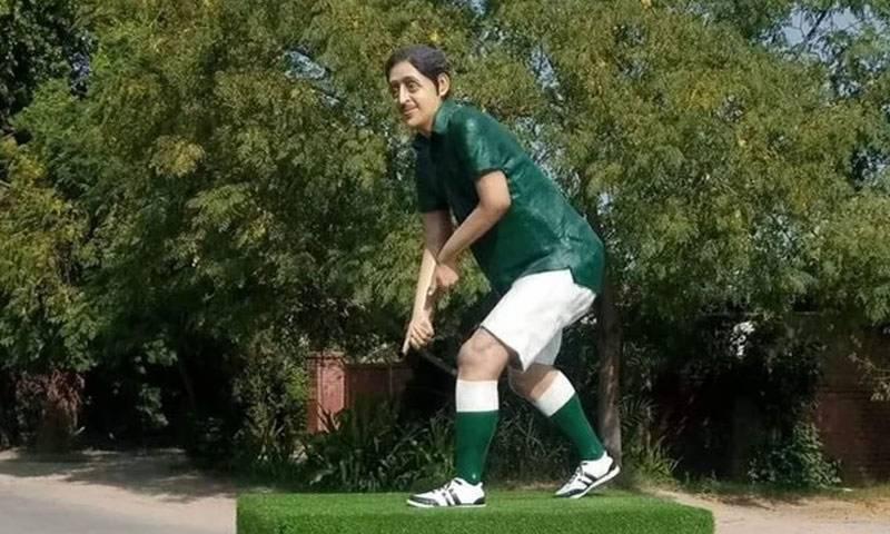 بہاولپور، اولمپین سمیع اللہ خان کے نصب مجسمے سے ہاکی اور گیند چوری