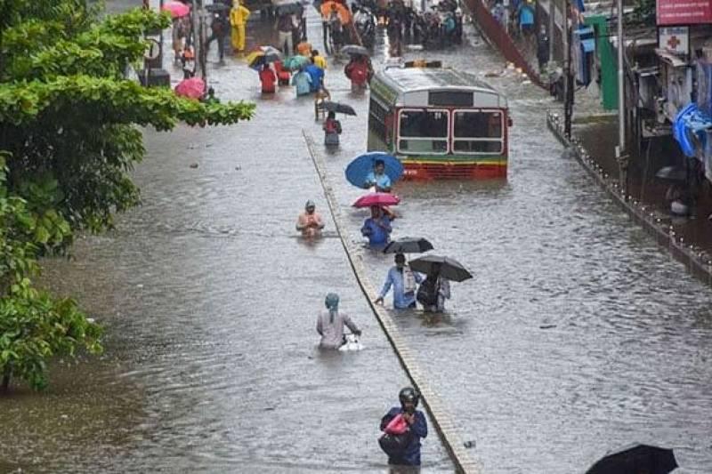 بھارتی شہر ممبئی میں شدید بارشوں نے تباہی مچادی ، ہلاکتیں 42 ہوگئیں