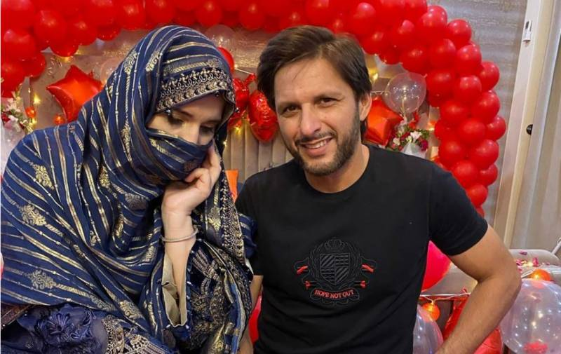 Shahid Afridi's wife sells jewelry to save poor girl's life