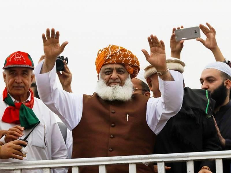 ناجائز حکومت کو بھگانے کیلئے اسلام آباد کی طرف لانگ مارچ ہوگا: فضل الرحمن