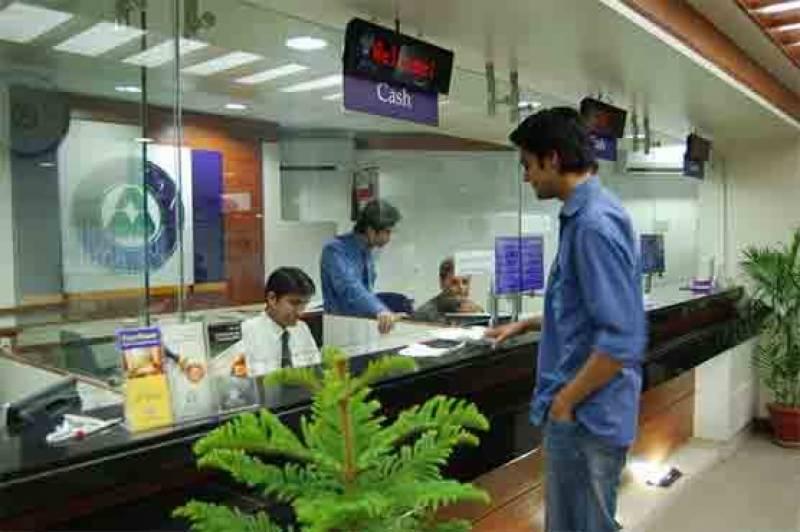 حکومت سندھ کی بینک خدمات کیلئے ویکسینیشن لازمی قرار دینے کی تجویز