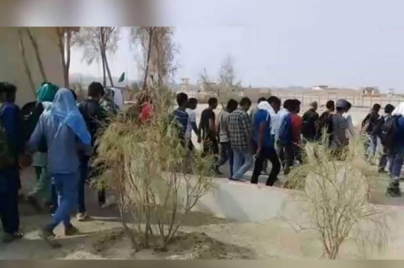 ایران کی ڈی پورٹ پالیسی ، 37 افراد اور 2 لاشیں پاکستان کے حوالے